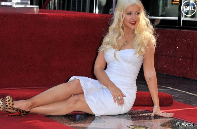 Christina Aguilera accepte son étoile sur le Hollywood Walk of Fame en novembre 2010