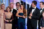 """L'équipe de """"Modern Family"""" répond aux manifestants anti-gay des Golden Globes"""