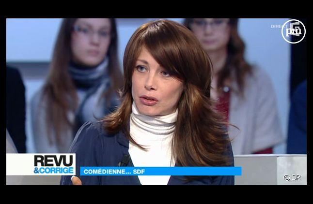 """Mallaury Nataf, sur le plateau de """"Revu et Corrigé"""" sur France 5 le 4 février 2012."""