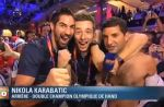 Zapping : un journaliste de BFM TV déshabillé par les handballeurs français