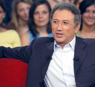 Michel Drucker balance sur 'Vivement Dimanche'.