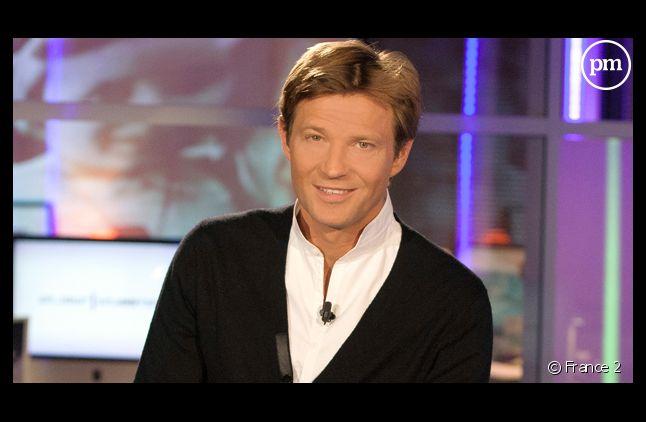 """Laurent Delahousse, dans """"Un jour, un destin"""" sur France 2."""