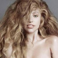 Lady Gaga pose nue dans un magazine pour son retour
