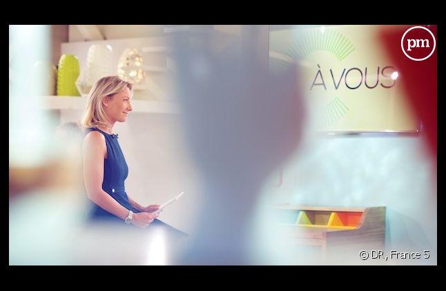 """Anne-Sophie Lapix dans """"C à vous"""" sur France 5."""