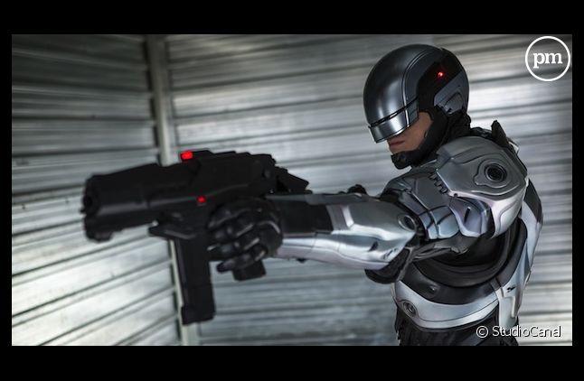 """""""RoboCop"""" démarre en tête du box-office"""