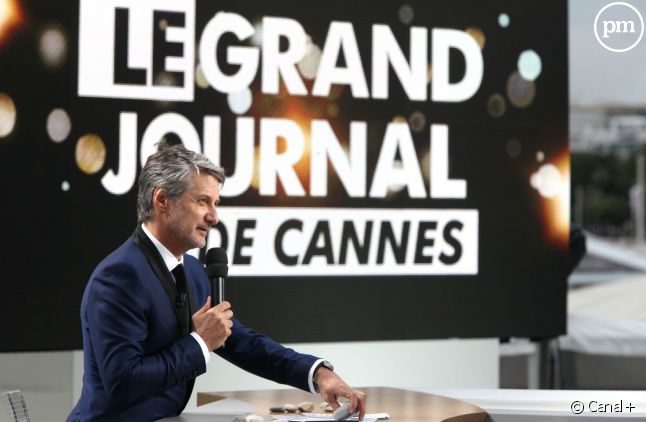 """Antoine de Caunes, sur le plateau du """"Grand Journal"""" de Canal+, à Cannes."""