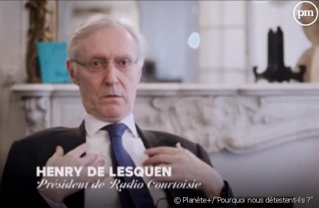 """Henry de Lesquen interrogé par Lucien Jean-Baptiste dans le documentaire """"Pourquoi nous détestent-ils ?""""."""