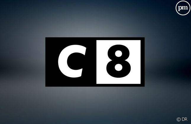 Le logo de C8