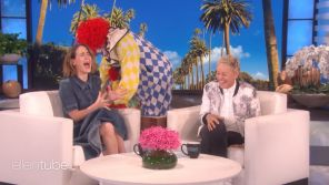 Sarah Paulson terrifiée par un clown chez Ellen DeGeneres