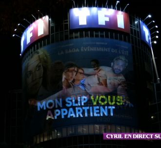 Cyril Hanouna en slip sur la tour de TF1.