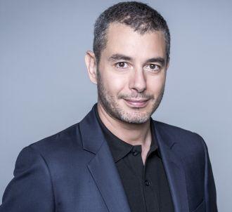 Ali Baddou anime 'C l'hebdo' tous les samedis sur France 5