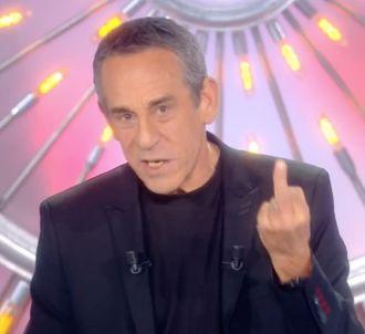 Thierry Ardisson adresse un doigt d'honneur sur le...