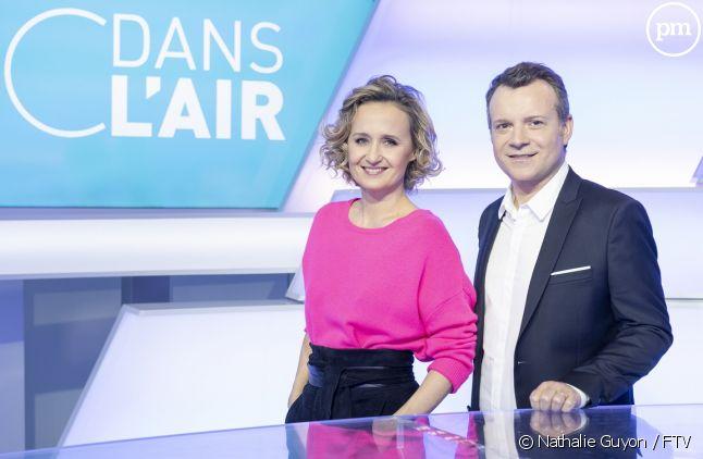 """Caroline Roux et Axel de Tarlé sur le nouveau plateau de """"C dans l'air"""""""