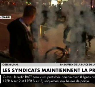 Une équipe de CNews victime d'un lancer de projectiles.