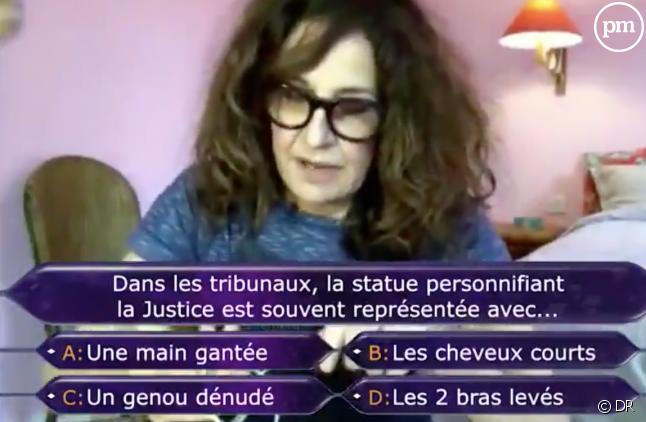 """Valérie Lemercier dans """"Qui veut gagner des millions à la maison ?"""""""