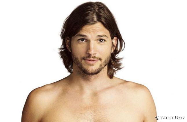 """Ashton Kutcher sur une affiche promotionnelle pour la saison 9 de """"Mon Oncle Charlie""""."""