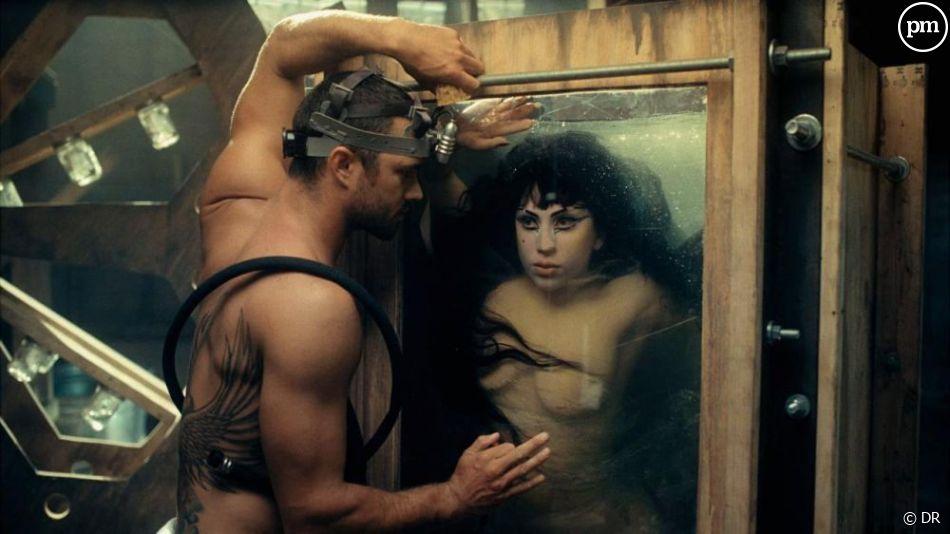 """Lady Gaga dans le clip de """"Yoü and I"""""""