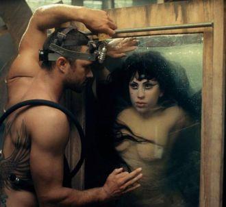 Lady Gaga dans le clip de 'Yoü and I'