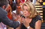 Zapping : Yann Barthès et Catherine Deneuve fument sur Canal+
