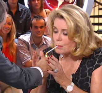 Yann Barthès et Catherine Deneuve fument sur Canal+, le...