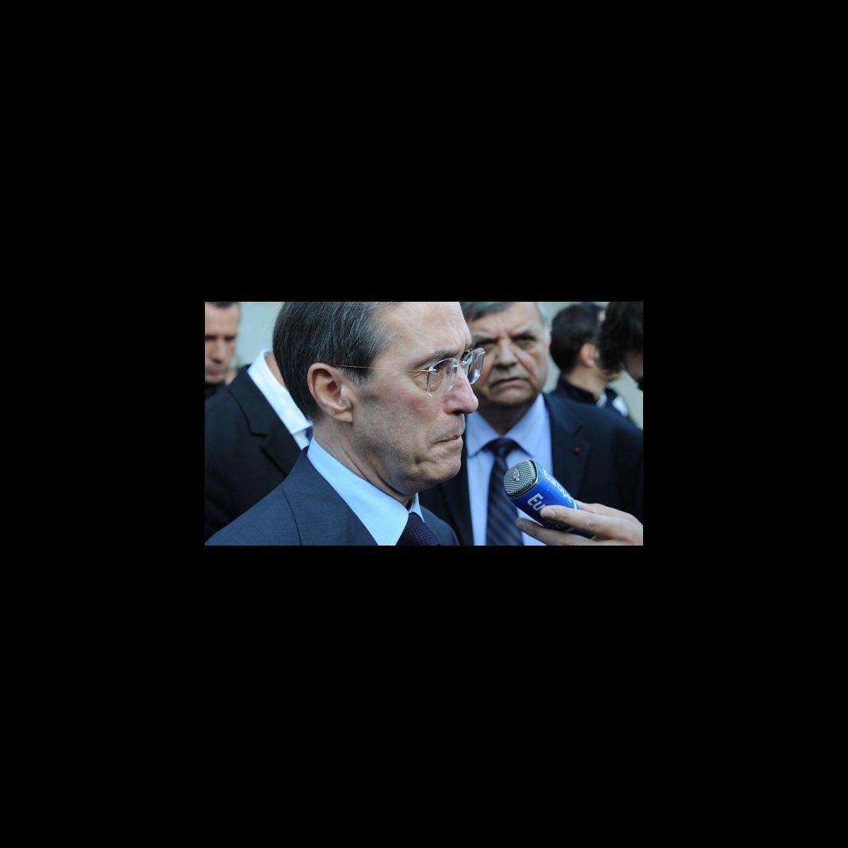 Claude gu ant porte plainte contre l 39 express puremedias - Porter plainte contre l administration ...