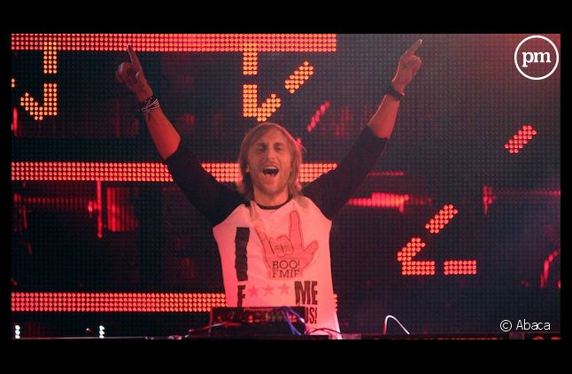 David Guetta mixe dans un club en Russie