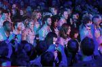 """Clip : En attendant les concerts de 2012, Les Enfoirés passent """"Un jour de plus au paradis"""""""