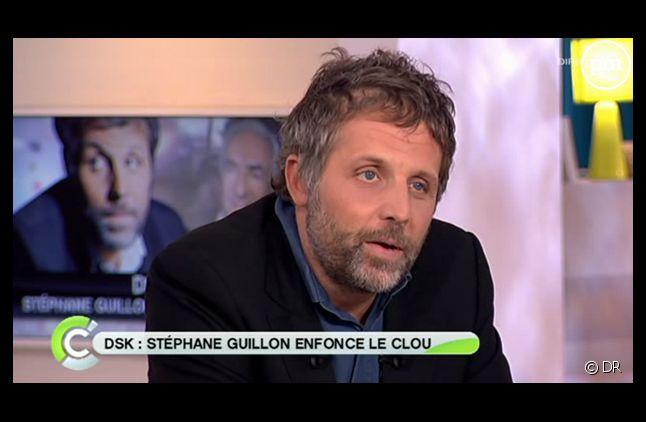 """Stéphane Guillon, sur le plateau de """"C a vous"""" en septembre 2011."""