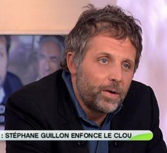 Stéphane Guillon, sur le plateau de 'C a vous' en...