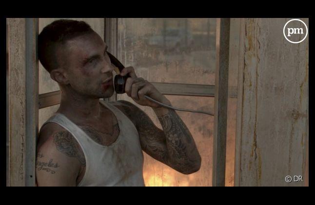 """Adam Levine dans le clip """"Payphone"""" de Maroon 5"""