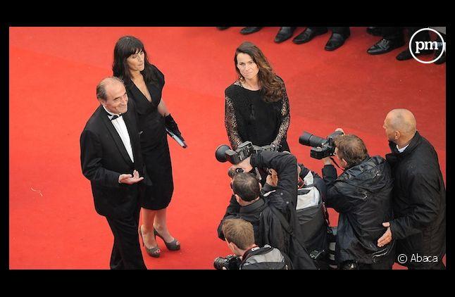 <span>Richard et Romane Bohringer montent les marches lors de la cérémonie de clôture du 65e festival de Cannes.</span>