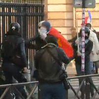 Manif pour tous : Un journaliste tabassé devant les caméras d'i-Télé