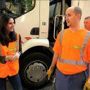 """Marie Drucker part en tournée avec les """"ripeurs"""" de Strasbourg chargés du ramassage des ordures ménagères"""