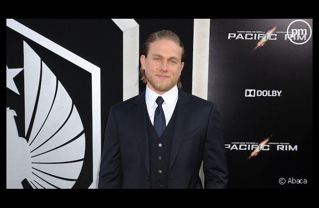 """Charlie Hunnam ne jouera finalement pas Christian Grey dans l'adaptation cinématographique de """"Cinquante nuances de Grey"""""""