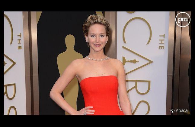 Jennifer Lawrence est une nouvelle fois tombée lors des Oscars