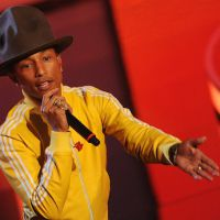 Charts UK : le million (et des records historiques) pour Pharrell Williams