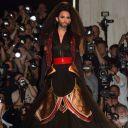 Conchita Wurst défile pour Jean-Paul Gaultier, à Paris le 9 juillet 2014.