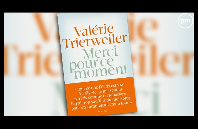 """Le livre de Valérie Trierweiler, """"Merci pour ce moment""""."""