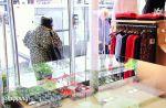 """Une candidate se prend une porte en pleine tête dans """"Les Reines du Shopping"""""""