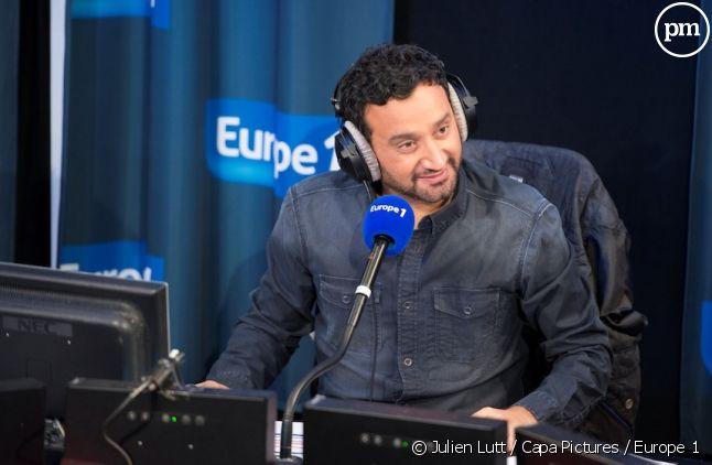 """Cyril Hanouna présente """"Les Pieds dans le plat""""."""