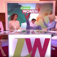 L'énorme chute de John Barrowman en direct à la télé anglaise
