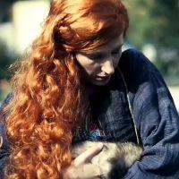 Paris Première : Natacha Polony et son furet Aymeric dans le clip de rentrée