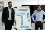 Eric et Quentin élaborent la stratégie publicitaire de TF1