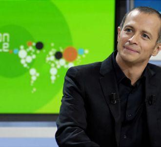 Samuel Etienne présente 'L'Edition spéciale' sur Canal+