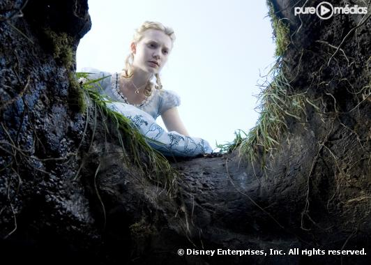 "Mia Wasikowska dans ""Alice au pays des merveilles"""
