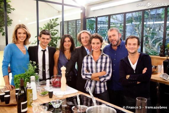 """L équipe de """"C à vous"""" sur France 5"""