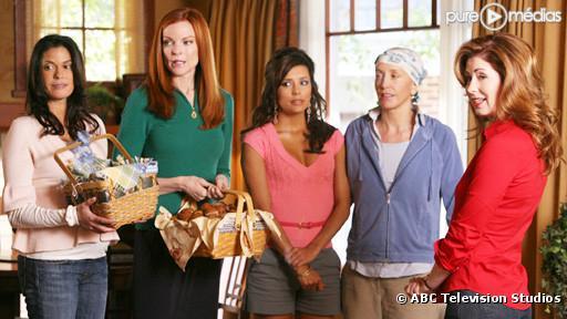"Teri Hatcher, Marcia Cross, Eva Longoria Parker, Felicity Huffman et Dana Delany dans ""Desperate Housewives"""