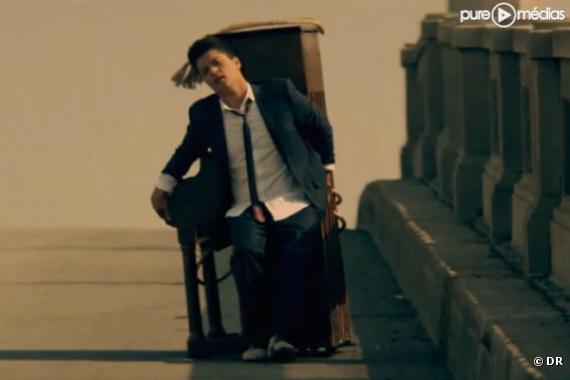 """Bruno Mars dans le clip de """"Grenade"""""""