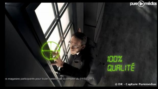 """Julien Courbet dans une publicité pour """"Arts & Fenêtres"""""""