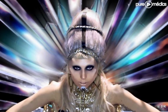 """Lady Gaga dans le clip de """"Born This Way"""""""